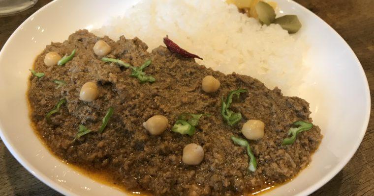 切れ味のよいシャープな辛さ「インドカレー カーマ」のキーマカレー